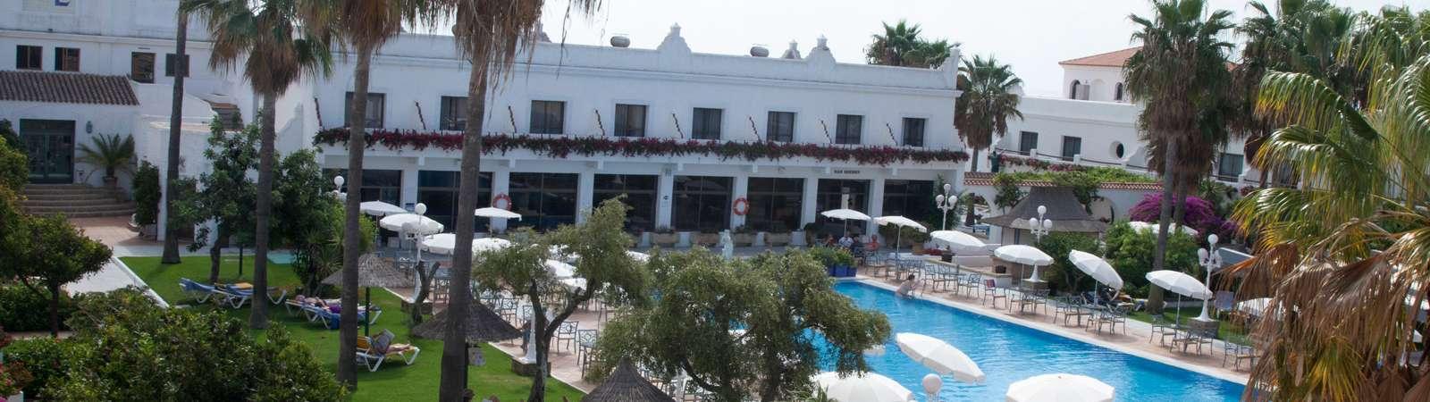 vistas de la piscina del Hotel Playa de la Luz en Rota - Los viajes de Margalliver
